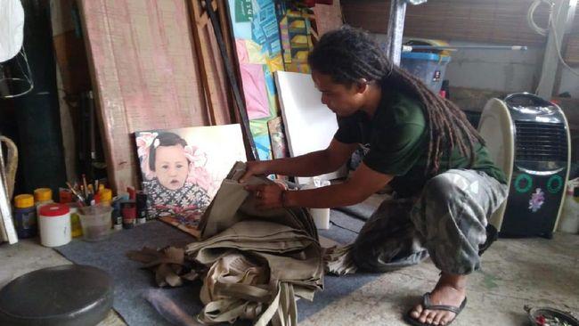 Clarine Winarta, siswi SMA di Jakarta terjun dalam bisnis kreatif untuk ikut membantu para pekerja seni di ibu kota terdampak Covid-19.