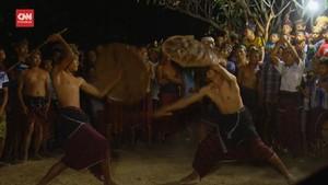 VIDEO: Tarung Rotan, Atraksi Maulid di Desa Bayan