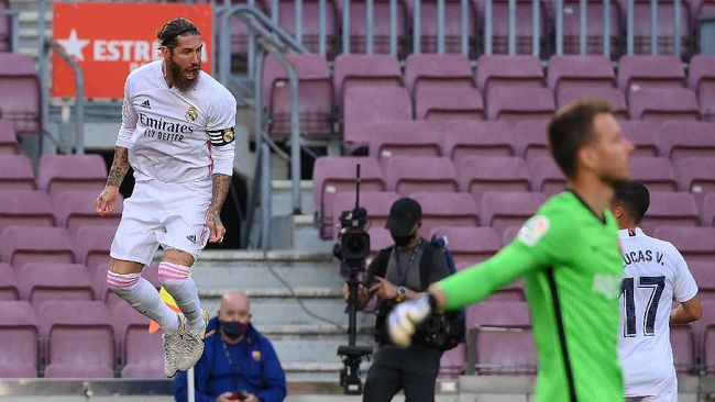 Real Madrid mengalahkan Barcelona 3-1 dalam laga bertajuk El Clasico dalam laga lanjutan Liga Spanyol di Camp Nou, Sabtu (24/10).