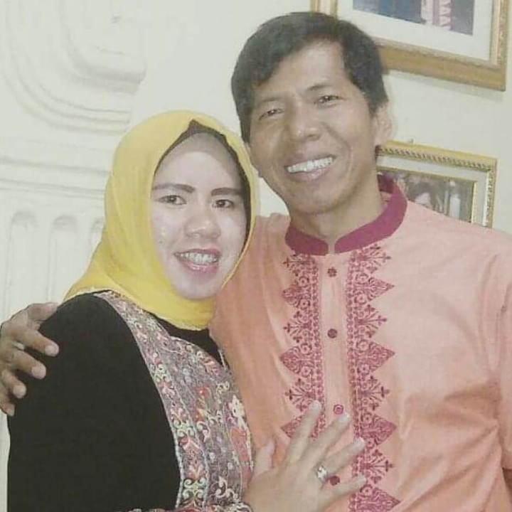 Kiwil menikah dengan istri pertamanya, Rohimah, pada 28 Februari 1998. (Foto: Instagram @rohimah_alli)