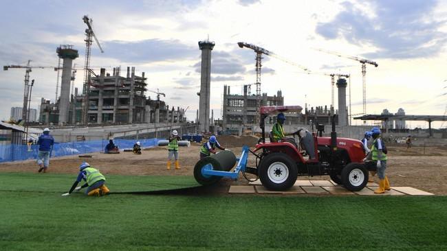 Pembangunan Jakarta International Stadium (JIS) atau Bersih Manusiawi Wibawa (BMW) sudah mencapai tahap pemasangan rumput hybrid.