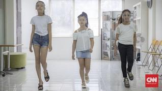 FOTO: Lenggak-lenggok di Sekolah Model Anak kala Pandemi