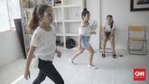 Di tengah pemberlakuan PSBB, anak-anak di Jakarta mencari berbagai kegiatan untuk menghilangkan kejenuhan, termasuk dengan mengikuti sekolah model.