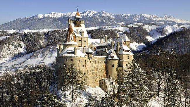 Kastil Drakula di Rumania menjadi lokasi vaksinasi COVID-19. Tur wisata ke