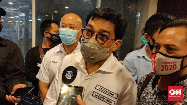 Kader senior PDIP Surabaya Mat Mochtar merasa kecewa dengan partainya yang tak mengusung kader sendiri di Pilkada.