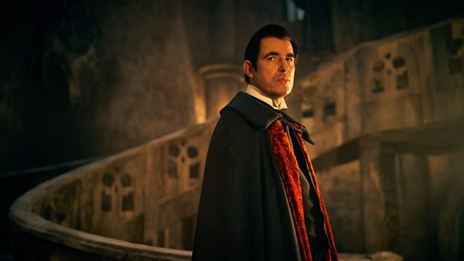 Review serial Dracula (2020) season 1 menyebut serial ini memiliki pengembangan cerita yang lebih luas dan kompleks dibanding kisah asli drakula.