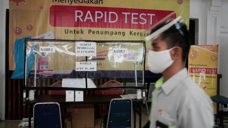 Pelaksanaan protokol kesehatan di Stasiun Pasar Senen