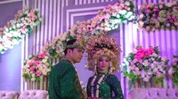 <p>Pernikahan Aldi dan Salsabllih sempat ditunda karena Corona. Aldi akhirnya memilih bulan Oktober ini untuk menikah. Selamat ya Aldi dan Salsabillih. (Foto: YouTube alditaher tv)</p>