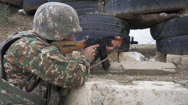 Azerbaijan mengatakan salah seorang tentaranya tewas dalam bentrokan dengan pasukan separatis Armenia.