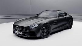 Youtuber Rusia Protes, Siram Bensin dan Bakar Mercedes-AMG GT