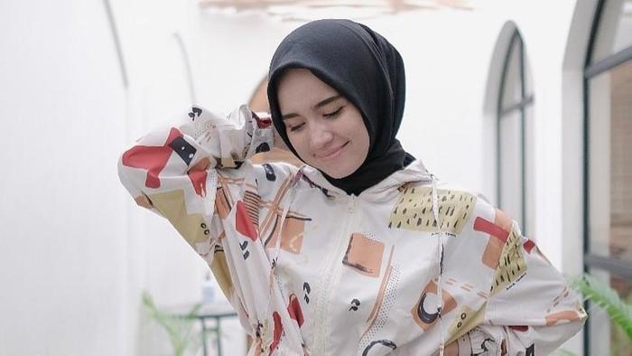 5 Inspirasi Outfit Hijab Kasual ala Analisa Widyaningrum