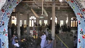 FOTO : Bom Guncang Madrasah di Pakistan