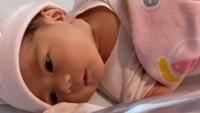 <p>Meski demikian, Raiyah berhasil melahirkan dengan selamat, serta bayi mereka sehat.</p>