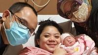 <p>Ibunda Danny Rukmana, Tutut Soeharto, juga turut mengunggah potret kelahiran sang cucu di Instagramnya sebagai bentuk kebahagian. (Foto: Instagram @tututsoeharto)</p>