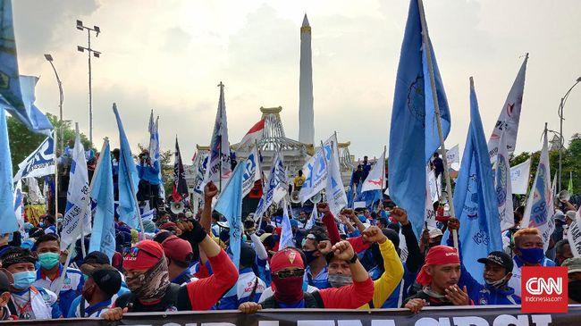 Massa buruh Jatim akan melanjutkan demo menolak Omnibus Law hingga Presiden Jokowi tak menandatangani Omnibus Law.
