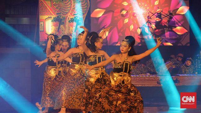 Pemkot Semarang menggelar Festival Tari Semarang demi membantu para seniman di tengah pandemi Covid-19.