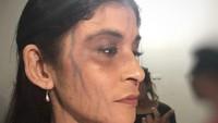"""<p>Pada 2019, Monica Oemardi terlibat dalam film horor <em>Pintu Merah</em>. Wanita 46 tahun ini menulis di <em>caption</em>, """"Ini mgkn Make Up paling serem yg pernah kupakai.."""" Seram tapi cantiknya masih terlihat ya, Bunda? (Foto: Instagram @monica_oemardi)</p>"""