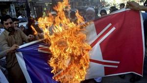 FOTO: Protes Muslim Dunia Kecam Pernyataan Presiden Prancis