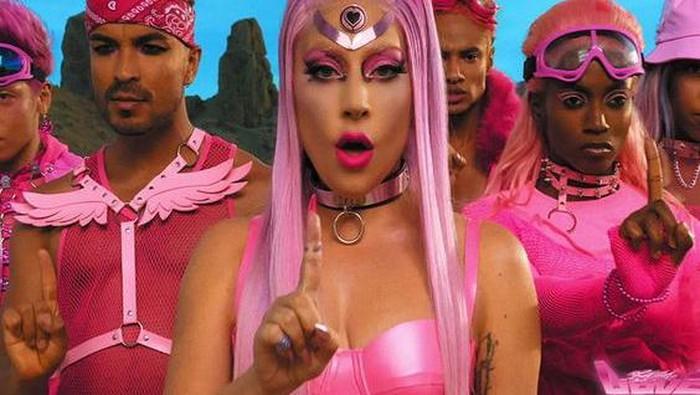 Mengintip Gaya Nyentrik Lady Gaga yang Unik dan Berani
