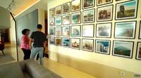 <p>Banyak benda-benda seni mewah bernilai tinggi, seperti lukisan di beberapa sudut ruangan. (Foto: YouTube TRANS7 OFFICIAL)</p>