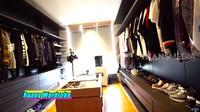 <p>Ruangan wardrobe khusus dibuat Nikita dan Indra untuk menyimpan koleksi pakaian dan sepatu. (Foto: YouTube TRANS7 OFFICIAL)</p>