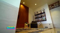 <p>Pasangan ini juga membuatmusala kecil dan lengkap di dalam apartemen. (Foto: YouTube TRANS7 OFFICIAL)</p>