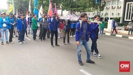 Tolak Omnibus Law, Mahasiswa Bawa Keranda untuk DPR
