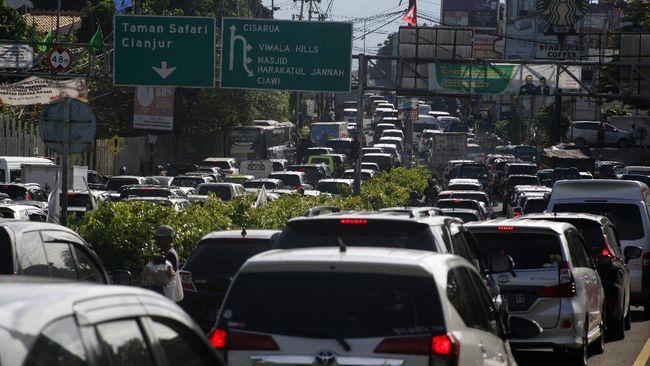 Sebanyak 69 dari 1.405 wisatawan di Puncak, Bogor, yang menjalani tes cepat selama libur panjang Maulid Nabi tercatat reaktif Covid-19.
