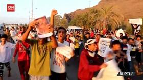 VIDEO: Kecam Macron, Yaman Bakar Bendera Prancis