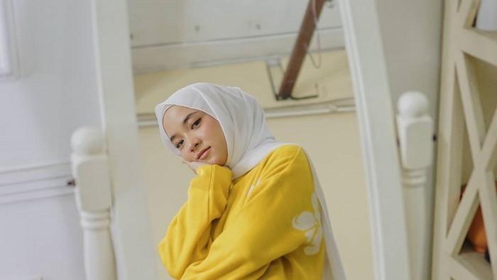 5 Bahan Hijab Pashmina Paling Mudah Dibentuk dan Anti Gerah