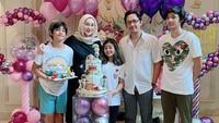 <p>6. Andre danErin tampak sangat peduli dengan anak-anaknya, Bunda. Salah satunya dengan mengadakan perayaan ulang tahun seperti ini.(Foto: Instagram @erintaulany)</p>