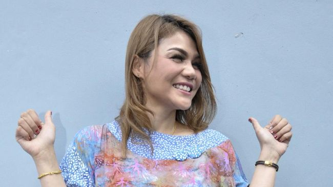 DJ Katty Butterfly resmi menjadi mualaf tepat di hari besar peringatan Maulid Nabi Muhammad SAW, Kamis (29/10).
