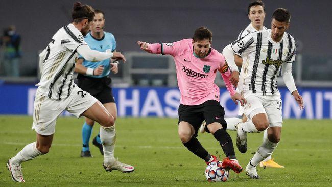 Cristiano Ronaldo hanya bisa gigit jari menyaksikan rivalnya Lionel Messi unjuk gigi pada matchday kedua Liga Champions antara Juventus vs Barcelona.