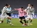 Ronaldo Gigit Jari Lihat Messi Unjuk Gigi di Turin