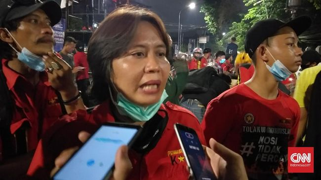 Ketum serikat buruh KASBI Nining Elitos dipanggil terkait dugaan pelanggaran protokol kesehatan pencegah Covid-19 karena menggelar aksi di tengah pandemi.