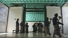 Tradisi Keraton Terdampak Pandemi, Abdi Dalem Berharap Vaksin