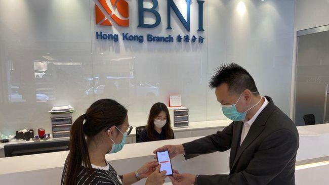 Dengan layanan International Remittance di aplikasi BNI Mobile Banking, nasabah dapat kirim uang ke bank luar negeri tanpa perlu mengunjungi kantor cabang bank.