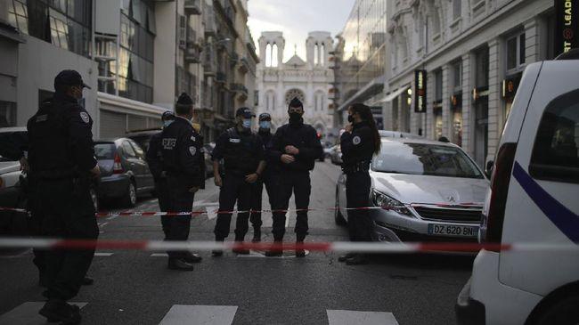 Pihak berwenang Prancis akan merazia puluhan masjid dan tempat salat yang dicurigai menjadi markas penyebaran ajaran radikalisme pada Kamis (3/12).
