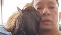 <p>Di tengah kontraksi, Sabai sampai minta pelukan sama Ringgo nih untuk menahan rasa sakit. Kata Ringgo, kontraktis alias kontraksi romantis. <em>He he he</em> ada-ada saja. (Foto: Instagram @ringgoagus)</p>