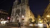 Simpati ditunjukkan para warga dunia terhadap para korban aksi penyerangan di sekitar Gereja Notre Dame Basilica, Nice, pada Kamis (29/10) pagi waktu setempat.
