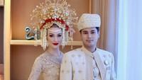 <p>Varsha Strauss menikah dengan salah satu cucu Presiden Soeharto, Panji Adhikumoro pada tahun 2018. (Foto: Instagram @varshaadhikumoro)</p>