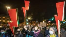 Unjuk Rasa, Warga Polandia Tentang Putusan Larangan Aborsi