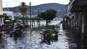 FOTO: Dampak Tsunami dan Gempa Turki di Pulau Samos Yunani
