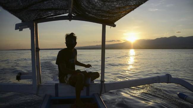 Foto Melihat Lumba Lumba Di Lovina Bali