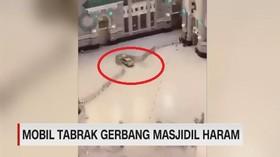 VIDEO: Mobil Tabrak Gerbang Masjidil Haram
