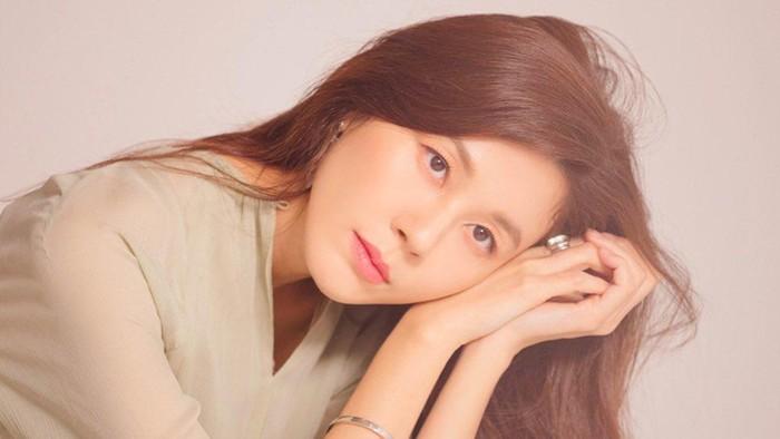 Tetap Cantik di Usia 42 Tahun, Intip Gaya Fashion Kim Ha Neul '18 Again'