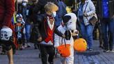 Ada suasana dan tradisi yang berbeda saat perayaan Halloween di penjuru dunia di tengah pandemi virus corona kali ini.