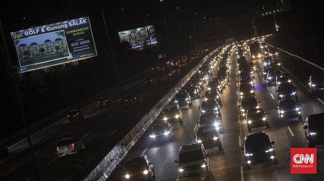 Kondisi lalu lintas dari arah Jawa Tengah menuju Jakarta hingga Minggu (3/1) malam terpantau ramai lancar.