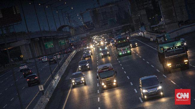 Arus lalu lintas di Tol Jakarta-Cikampek pada H+3 Lebaran 2021 terpantau lengang meskipun cuti bersama sudah berakhir.