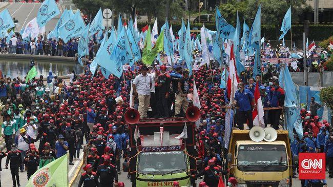 Massa yang tergabung dalam Gerakan Buruh Bersama Rakyat, sejumlah aliansi mahasiswa, petani, dan pemuda akan melakukan longmarch ke Istana, mendemo Omnibus Law.